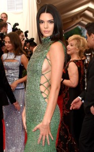 rs_634x1024-150504170544-634.Kendall-Jenner-Breasts-met-Gala.jl.040515