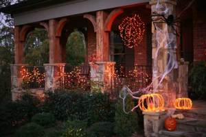 halloween-house-decorating-ideas-outside-15-halloween-house-decorations-500-x-334